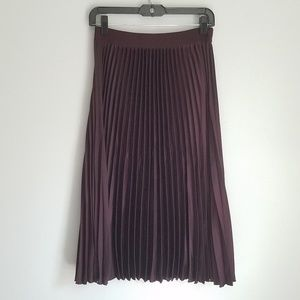 H&M Maroon Pleated Midi Elastic Waist Skirt